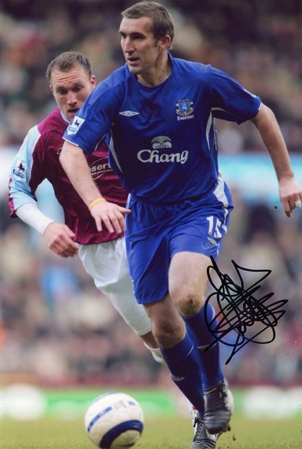Alan Stubbs, Everton, signed 12x8 inch photo.